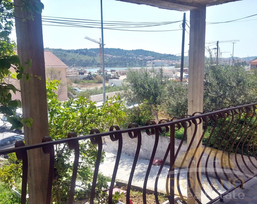 3 bedroom apartment in Trogir + business space 56 m2