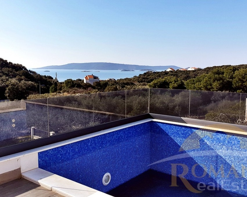 Luxury villa in Okrug Donji with a swimming pool