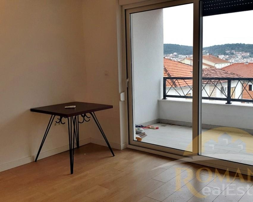 Dvosoban stan u centru Trogira - 60 m2