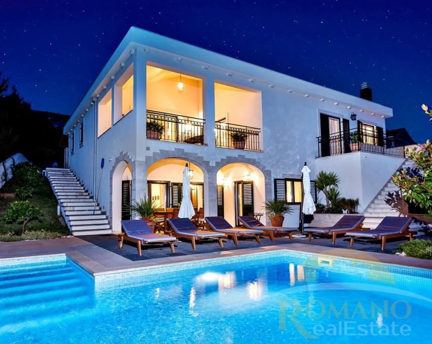 Luksuzna vila u Segetu Donjem s bazenom